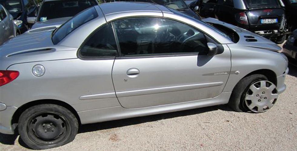 peugeot 206 cabrio incidentato anno 2006 veicoli usati paglierani snc. Black Bedroom Furniture Sets. Home Design Ideas